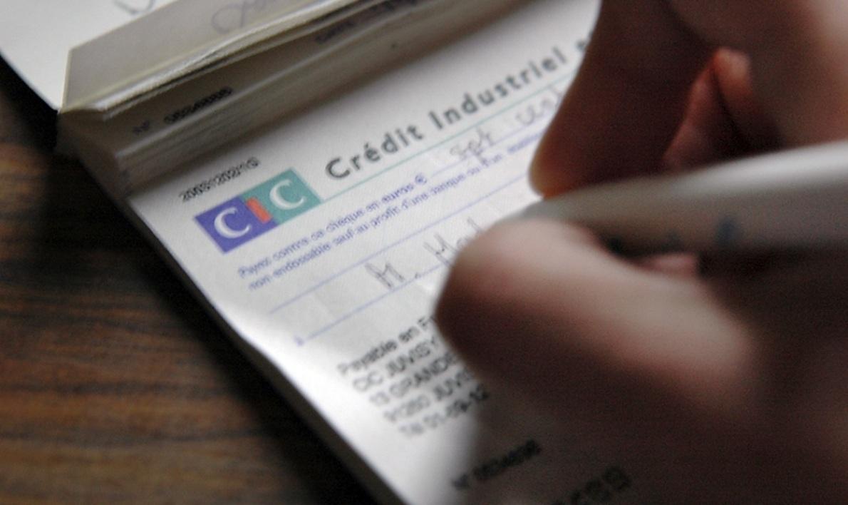 Seulement 6% des Français préfèrent payer par chèque
